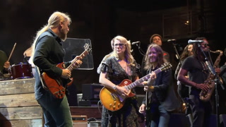 Tedeschi Trucks perform